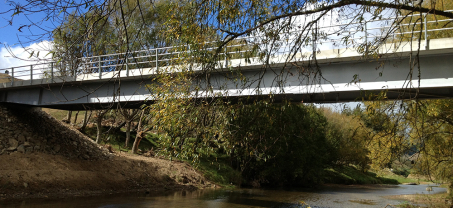 Clear-span bridge over the River Motu