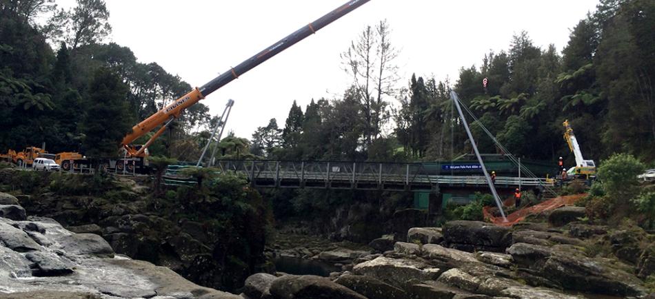Installation of the bridge begins