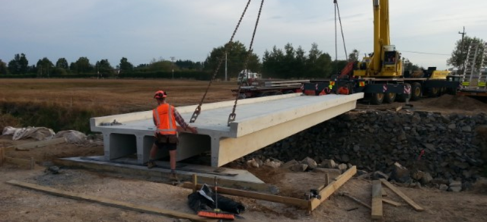Lifting 18m TT concrete bridge into place