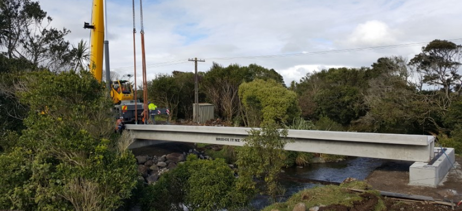 Installation of TT concrete bridge