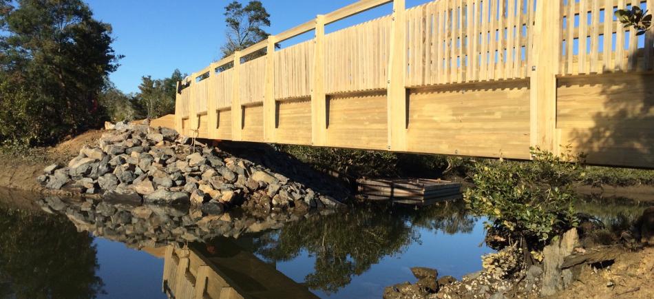 Laminated Timber bridge - Waimahanga Cycleway
