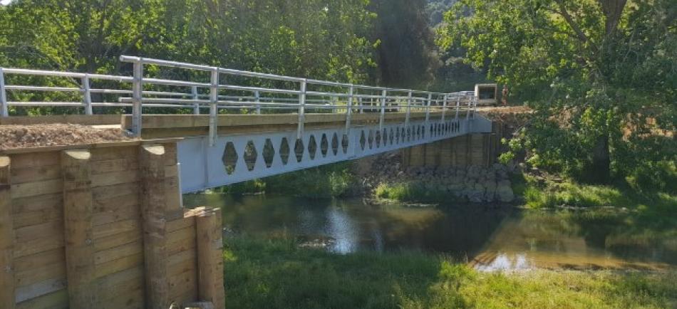 Heavy weight timber deck steel beam bridge